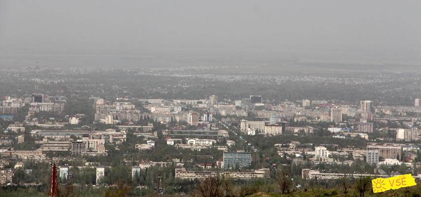 виднеются Южные Ворота города и Советскай (проспект Байтик Батыра)