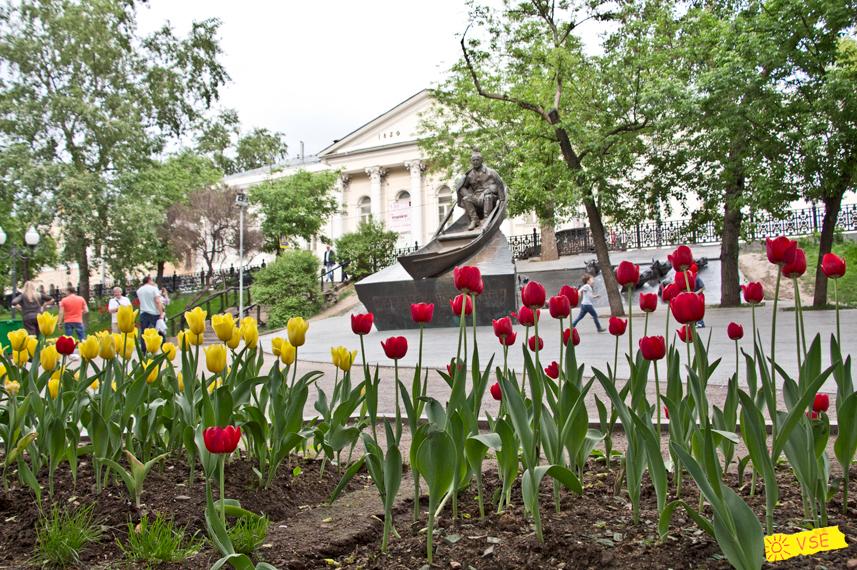 Москва, Гоголевский Бульвар, памятник Шолохову