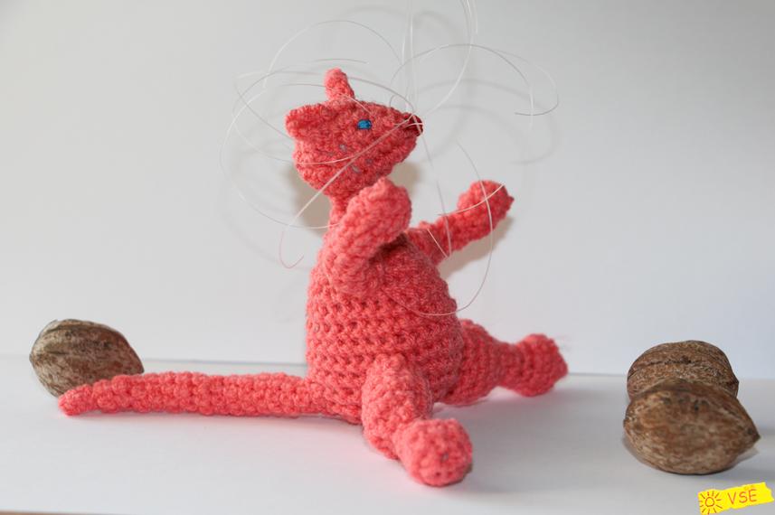 вязанный крючком кот