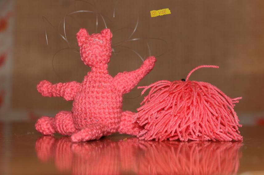 вязанные ёжик и кошка