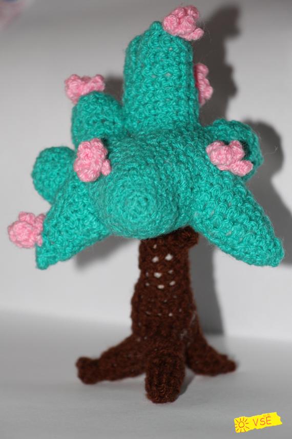 Дерево, вязанное крючком