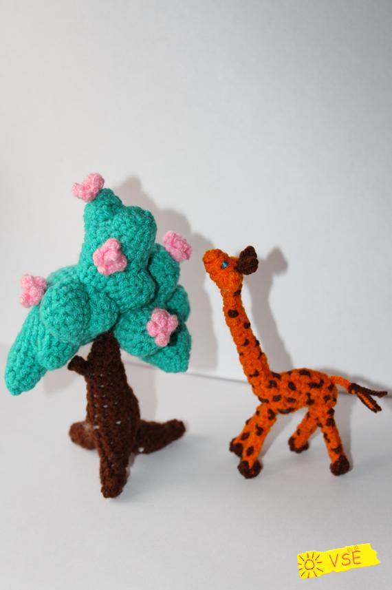 жирафик и дерево, вязанные крючком