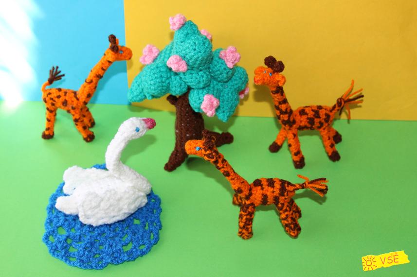Лебедь, дерево, жирафы, связанные крючком
