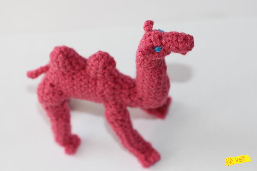 верблюд вязанный крючком