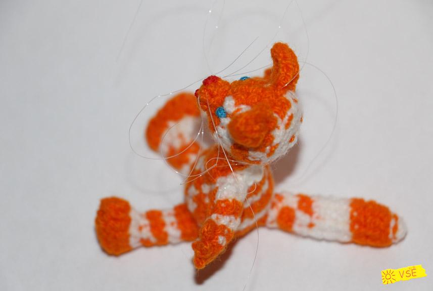 усатый-полосатый вязанный крючком