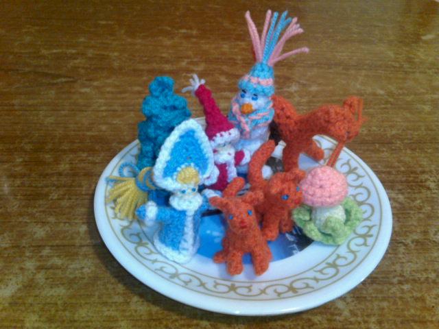 тарелочка с игрушками