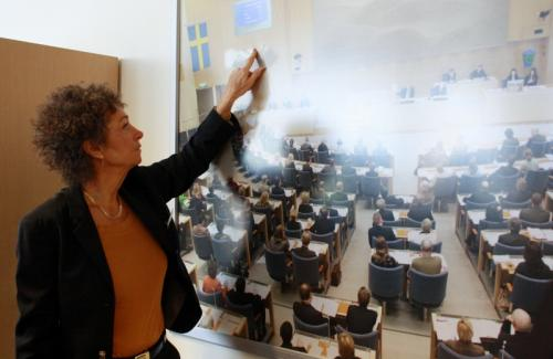 Ингела показала нам схему расположения депутатов в зале заседаний, которая предусматривает рассадку не по партийному...