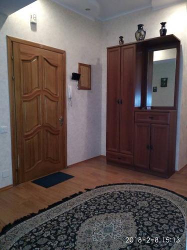Срочно продам 3 к кв элитку в золотом квадрате, Шопокова/Киевская. Одноподъездный, Кирпичный дом, в 2,5 кирпича, 2/9, с ЕВРОРЕМОНТОМ, ПАРКОВКОЙ. Площадь- 155м². цена141000$,0771558528,0700181001ан