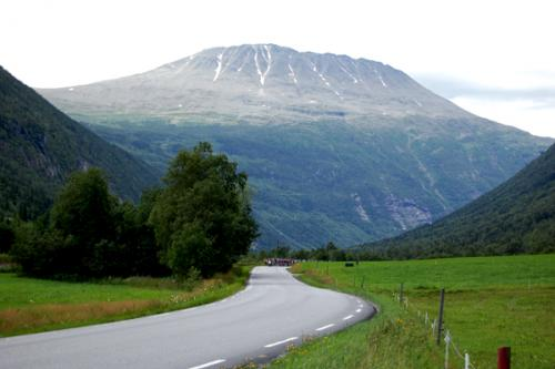 Peloton_and_Mt._Gaustatoppen.jpg