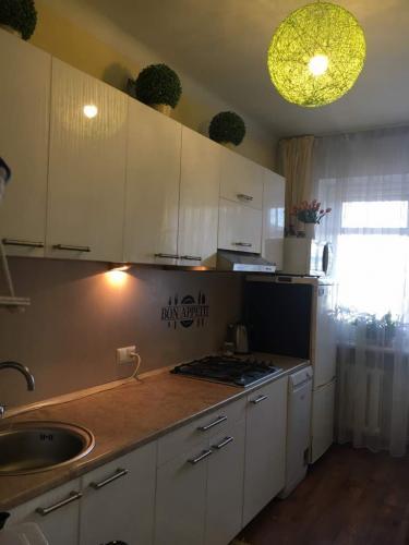 Продаю 3-х комн. кв., Токтогула-Калыка Акиева, с ремонтом и мебелью