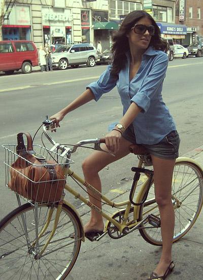 Оргазм у женщины и велосипед