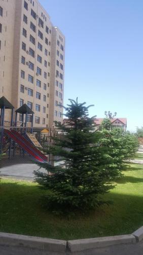 """Продается 1 кв ( переделанная в 2-х кв ) 60 м2 ,в районе парка """"Ата-тюрк """" жил комплекс """"Ихлас таун """""""