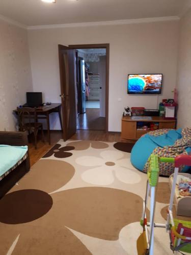 Продается 3 комнатная квартира в одном из лучших районов города Тыныстанова - Бокомбаева