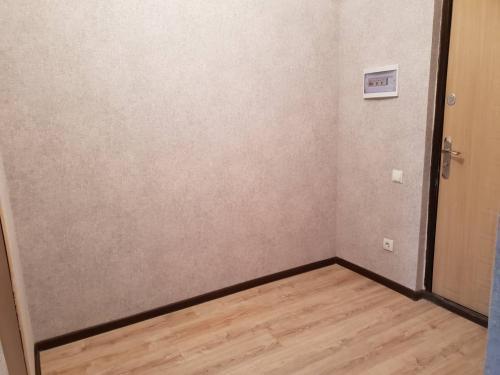 Продаю 2 кв 11 мкр (Карьер) 2/10элитка 65.5 м2 Евро! всё центр.(тех .паспорт есть) $55500+фото (Cобственник)