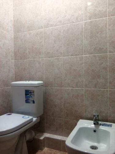 Продаю новую 1 ком квартиру. Исанова Боконбаева. Площадь квартиры 40м2. АН+фото