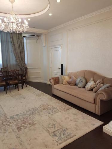 Продается 3х комнатная элитная квартира Логвиненко/Ж.Жолу