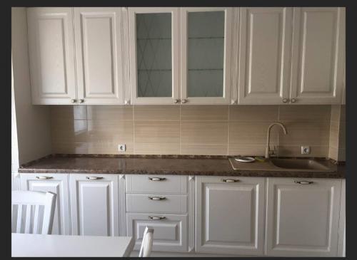 Срочно продам элитную 3 ком. кв. в центре, 120 м2, 2/9, ремонт+кухня+техника, АН
