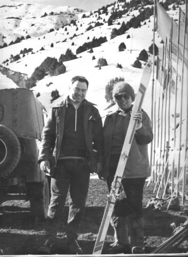Космонавт Г.Гречко и предс. федерации г.лыж Александрова Г..jpg