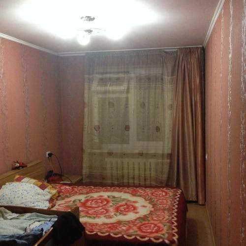 Продаю 2ком. кв. 2/5 этеажном доме ул. Суюмбаева перес. ул. Фрунзе. тел,(0550)099666