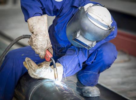 30646049-рабочий-с-защитной-маской-сварки-металла.jpg