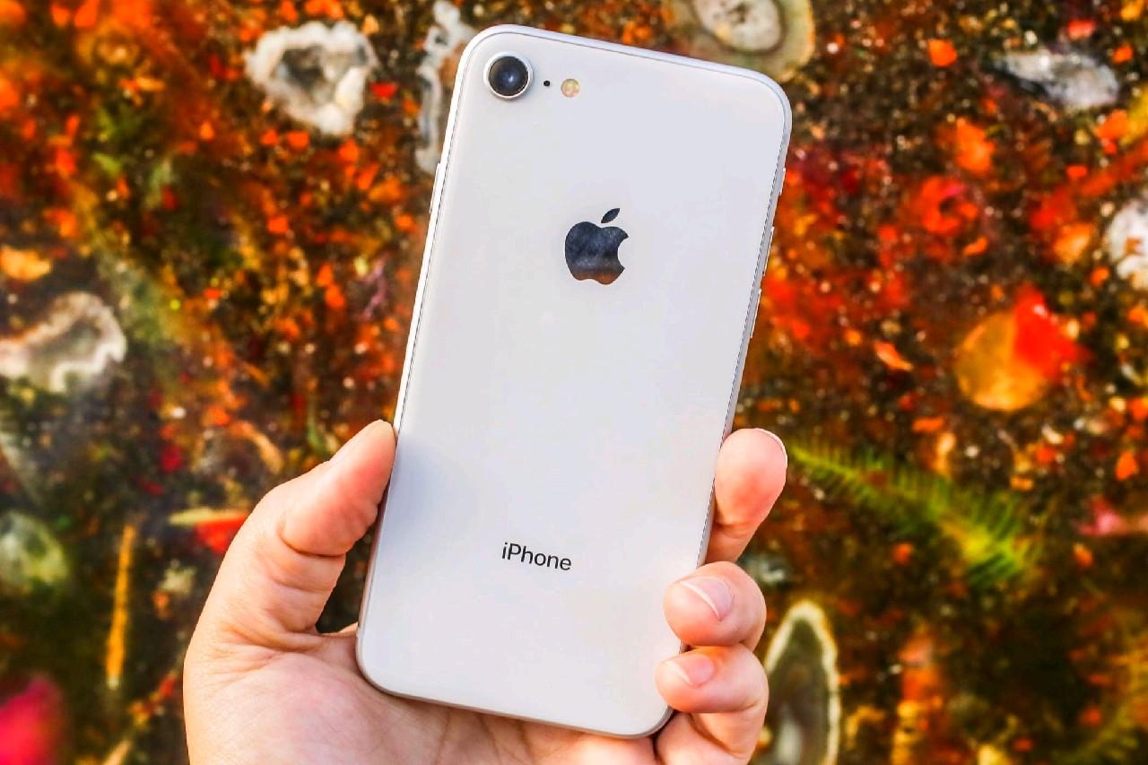 Apple-iPhone-8-Russia-1.jpg