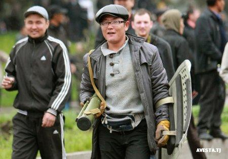 1270732074_bishkek_revolution15.jpg