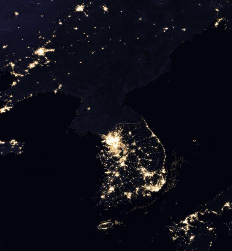 Korean_Peninsula_at_night_from_space.jpg