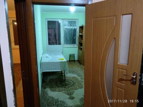 Продаю 2-комн.кв, 52 кв.м., 2 этаж из 5, Чолпон-Ата (ПМК) - с евроремонтом и мебелью (18 тыс.) 0779 52-12-25, 0 777 42-42-09, 0552405956